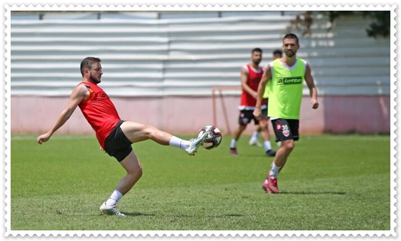 Adanasporlu Futbolcular